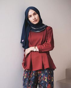 Simple but pretty with peplum @dianarestu ❤️ // shawl : @muezza_official 💙