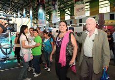 Recorrido del creador de la #FlorDeVzla por los pabellones de exposición.