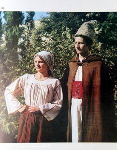 Tarani din Dobrogea de Sud Camasa femeiasca cu platca
