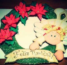 """Corona de Navidad """"Angelina"""" para decorar tu puerta. Todo de goma eva."""