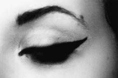 black and white eyeliner Eye Makeup, Hair Makeup, Beauty Makeup Photography, Black Makeup, Doll Stands, Winged Eyeliner, White Eyeliner, Salon Design, Makeup Videos