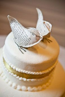 Rustic wedding cake ideas with custom-made bird cake topper from the pages of an antique copy of A Christmas Carol. Cake topper by Cotton Bi. Bird Cake Toppers, Wedding Cake Toppers, Tolle Cupcakes, Cake Paris, Christmas Wedding Cakes, Wedding Birds, Rustic Wedding Gifts, Bird Cakes, Beautiful Cupcakes