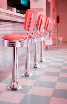 ImageFind images and videos about pink, vintage and retro on We Heart It - the app to get lost in what you love. Vintage Diner, Diy Vintage, Retro Diner, Vintage Stil, Style Vintage, Vintage Design, Vintage Restaurant, Vintage Industrial, 1950s Diner