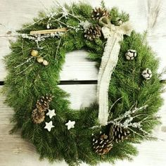 Christmas Wreath made by me. How To Make Wreaths, Christmas Wreaths, Diy Projects, House Styles, Holiday Decor, Home Decor, Rustic Christmas, Christmas Swags, Decoration Home