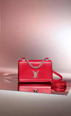 New to the Louis Vuitton Lockme collection, the BB gives an edgier feel with the silver hardware and chain handle. Still having a leather adjustable and removable strap makes this on trend handbag extremely versatile.