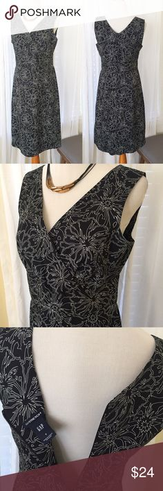 """GAP Floral Print Dress Sleeveless V-Neck Size 8 39"""" long, bust 18"""" laying flat waist 15.5"""" laying flat. Zip back closure. 96% cotton 4% lycra has some stretch great condition smoke free home. GAP Dresses Midi"""