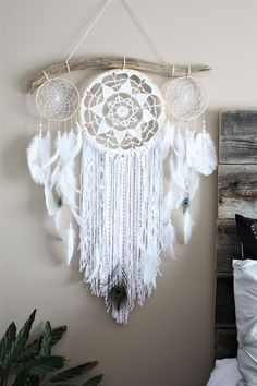 33 Ideas for bedroom white cream wall colors Grand Dream Catcher, Dream Catcher White, Large Dream Catcher, Dream Catcher Boho, Diy Dream Catcher Tutorial, Wedding Bedroom, White Wall Clocks, Crochet Dreamcatcher, Entryway Wall Decor