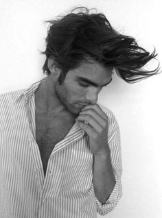 Mmmm, that bone structure. #hawt. His hair