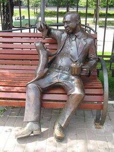 This lover of beer, and associated with it, a good mood sat down on the boulevard Luba Novoselova, Odintsovo, Moscow region.