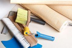 Apprenez à poser du papier peint comme un pro. Après ce tutoriel, ces conseils et astuces, la pose du papier peint n'aura plus de secret pour vous.