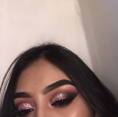 Eye Makeup Tips.Smokey Eye Makeup Tips - For a Catchy and Impressive Look Glam Makeup, Makeup On Fleek, Cute Makeup, Gorgeous Makeup, Pretty Makeup, Eyeshadow Makeup, Glitter Eyeshadow, Flawless Makeup, Eyeshadows
