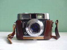 Vintage Voigtländer Kamera Ledertasche 60er 70er von ILoveSparrows auf DaWanda.com