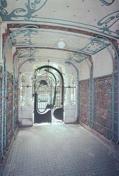 Le Castel Béranger,costruzione in stile Art Nouveau di Parigi, opera di Hector Guimard, è situato in: Rue La Fontaine 14 nel XVI arrondissement.