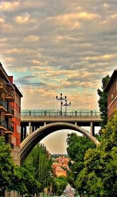 Viaducto de la calle Bailén sobre la calle Segovía, Madrid