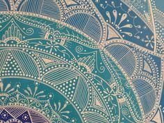 cabecero-cuadro mandala, realizado en DM con acrilicos y dibujado a mano alzada con rotuladores.