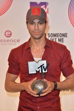 Enrique's award night at the EMAs