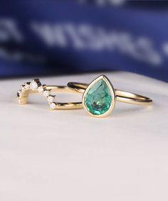 Esmeralda anillo de compromiso conjunto en forma de pera corte
