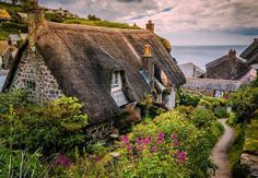 Thatched Cottage in Cornwall