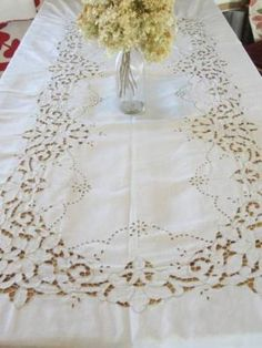 Stunning! FINE LINEN Embroidered Cutwork Lace Banquet Tablecloth Lilies