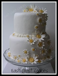 Sweet and simple daisy wedding cake by East Coast Cookies Daisy Wedding Cakes, Daisy Cakes, Small Wedding Cakes, 50th Wedding Anniversary Cakes, Anniversary Ideas, 50th Cake, 21st Cake, Bolo Floral, Cake Boss