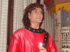 Michael Jackson disfrazado de un Hermano Calatrava