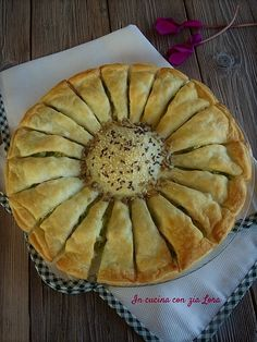 Torta fiore salata una ricetta facile Strudel, Quiche, Muffins, Antipasto, Food Art, Buffet, Sandwiches, Brunch, Appetizers