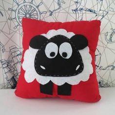 Resultado de imagen de keçe çalışmaları yastık Hobbies For Couples, Hobbies For Women, Hobbies That Make Money, Cushions To Make, Kids Pillows, Throw Pillows, Quilt Baby, Diy Home Crafts, Felt Crafts