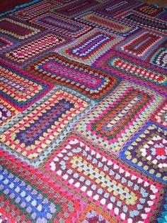 Granny rectangles blanket (no pattern) Crochet Motifs, Crochet Quilt, Crochet Blocks, Crochet Squares, Crochet Blanket Patterns, Crochet Granny, Diy Crochet, Crochet Crafts, Crochet Stitches