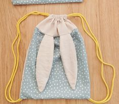 : A Rabbit Backpack – The Adventures of Small Peas Source by Sewing Class, Sewing Studio, Love Sewing, Sewing For Kids, Baby Couture, Couture Sewing, Sewing Tutorials, Sewing Patterns, Sewing Projects