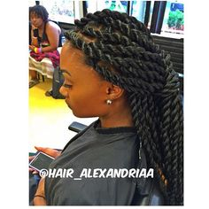From side braids and classic French braids, there are many braid hairstyles that look awesome and are easy to do. Box Braids Hairstyles, Protective Hairstyles, Black Hairstyles, Protective Styles, Havana Twist Hairstyles, Twist Styles, Braid Styles, Short Styles, Natural Hair Twist Out