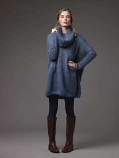 Now this pin links to the actual pattern. With thanks to Amber Lunsford for letting me know what it is and where to find it! Rowan knitting patterns, Rowan Kidsilk Haze Trio, Gypsy, from Laughing Hens Rowan Knitting Patterns, Knit Patterns, Laine Rowan, Mini Robes, Slouchy Sweater, Big Sweater, Tunic Sweater, Thick Sweaters, Knit Fashion