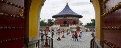 Le temple du Ciel est le temple le plus connu de Pékin et l'un des symboles de la ville. Classé au patrimoine mondial de l'Unesco, le temple du Ciel (Tiantan en chinois) est situé au sud de la capitale chinoise, dans le quartier historique de Xuanwu - #easyvoyage #easyvoyageurs #clubeasyvoyage #terresdevoyages #travel #traveler #traveling #travellovers #voyage #voyageur #holiday #tourism #tourisme #evasion #pekin #tiantan #chine #china #asie #asia