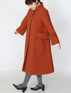 [Envelope online shop] Pavrinha / Cognac・Green Lisette Coats & Jackets  100% Casentino wool tent shaped jacket.  The giantic pockets on the side create a dramatic design feature,  and the standing band collar allows you to tuck in your scarf.