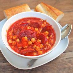 Dušená cizrna s chorizem Chorizo, Chana Masala, Ethnic Recipes, Food, Diet, Red Peppers, Hoods, Meals