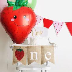 First Birthday Theme Girl, First Birthday Favors, 1st Birthday Party Themes, 1st Birthday Banners, First Birthday Decorations, Birthday Centerpieces, Birthday Ideas, Strawberry Birthday Cake, Strawberry Farm