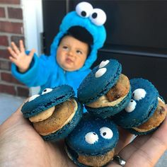Cookie Monster bout to go in on these awesome Cookie Monster Macarons from @macaronparlour #👶🏽🍪 👉🏽 See good use of hand-me-downs here: #foodbabynycostume ❤️ #foodbabylovesmacaronparlour