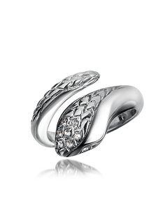 Anello serpente realizzato in metallo silvertone con zircone sintetico applicato e lavorazione snake in rilievo.