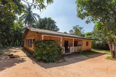 Explore Trinco from this bungalow with garden for up to 9 guests. #Trincomalee #SriLanka
