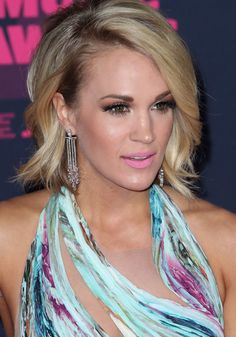 Carrie Underwood Family, Carrie Underwood Legs, American Country Music Awards, Charlize Theron Photos, Cmt Music Awards, Hair Creations, Role Models, Fashion Beauty, Women's Fashion