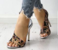 28 Sandles Shoes You Will Definitely Want To Save - Shoes Market Experts Cute Shoes, Me Too Shoes, Shoe Boots, Shoes Heels, Heeled Sandals, Frauen In High Heels, Crazy Shoes, Womens High Heels, Beautiful Shoes