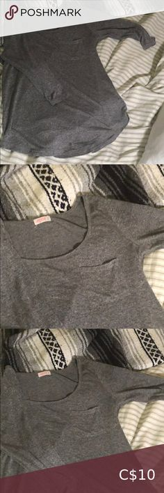 Ardene charcoal scoop neck top Charcoal top with a pocket. Charcoal, Gray Color, Long Sleeve Tees, Scoop Neck, Pocket, Best Deals, Sleeves, Closet, Things To Sell