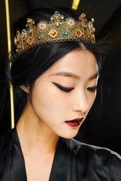 Ji Hye Park backstage at Dolce and Gabbana Fall/Winter Makeup by Pat McGrath. On lips: Dolce and Gabbana Ultra and Amethyst. Beauty Make-up, Asian Beauty, Hair Beauty, Hair Styles 2014, Makeup Inspiration, Headpiece, Headdress, Makeup Looks, Beautiful People