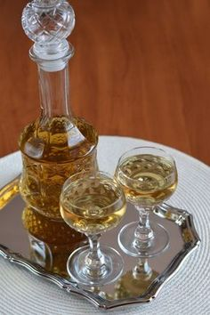Ánizsos köménylikőr Cocktail Drinks, Cocktails, Homemade Liquor, Kitchen Aprons, Wine Decanter, Custard, Preserves, Barware, Food And Drink
