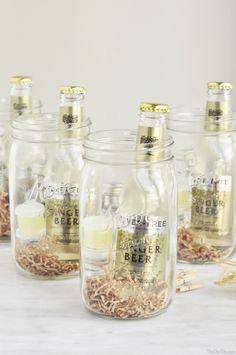 Xmas Gifts For Dad, Homemade Christmas Gifts, Homemade Gifts, Diy Gifts, Mason Jar Gifts, Mason Jars, Gin, Mason Jar Cocktails, Wine Gift Baskets