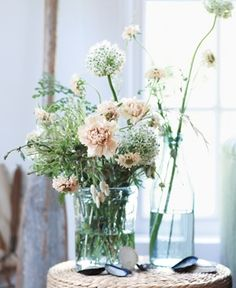Easy, Beach-Inspired Decorating Ideas    Throw Together a Neutral, Wild Arrangement  Garden or supermarket flowers in antique, washed-out tones take on a playfully unfettered feel in clear, casual vessels—and anyone can get the look. The recipe: something tall (here, allium), something textured (carnations and scabiosas, shown), and something cascading (like spring snowflakes).