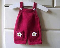 Most Fashionable Baby Overalls – Knitting And We Knit Baby Pants, Knit Baby Dress, Crochet Baby Clothes, Crochet Baby Dress Pattern, Baby Dress Patterns, Baby Knitting Patterns, Baby Dungarees Pattern, Baby Overalls, Motif Kimono