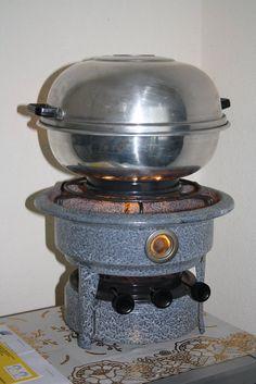 De Wonderpan | Klein stukje dan?! En dit is inderdaad de duurzame versie Dutch Recipes, Oven Recipes, Vintage Kitchen, Retro Vintage, Old Stove, Cooking Stove, Vintage Enamelware, Good Old Times, The Old Days