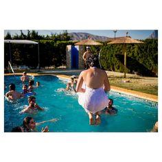 #weddingcrazy#bodas#poolparty#pool#bride#poolbride#noviaalagua#albertosagradophotographer#justoneshoot#fotosdebodas#bodasoriginales#bodasdivertidas#ideasparabodas#weddings#bodasespaña#nikond4#picoftheday#summerparty#weddingparty#fieston#weddingpics#weddingphotos#weddingphotographer#weddingphotography#fotografodebodas#fotografiadebodas