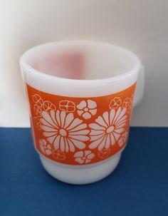 Floral Flowers, Flower Vases, Blue Flowers, Coffee Mugs Vintage, Glass Coffee Mugs, Finger Art, Red Leaves, Milk Glass, Vintage Items