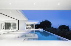 Mirrorhouse, Beverly Hills, California #modernpoolbeverlyhills